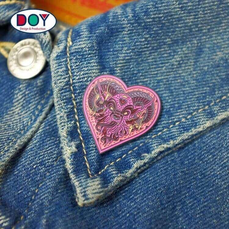 Bulk Metal Badges Brooch Wholesale Custom 3D Heart Logo Soft Lapel Enamel Pins for Party Antique