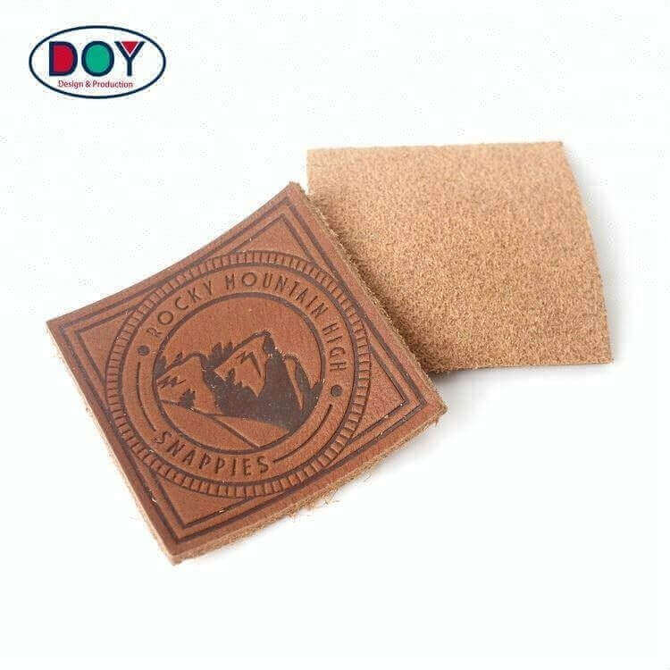Hot Stamped Brown Clothing Labels China Maker Custom Handmade Brand Logo Textured Real Genuine Leather Patches for Jeans