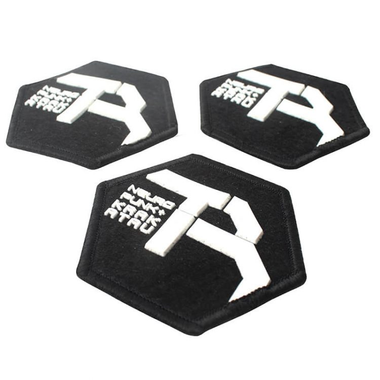 New Design Embossed Merrowed Custom 3D Name Logo Silicon Felt Label with Hook and Loop for Cloth (1)