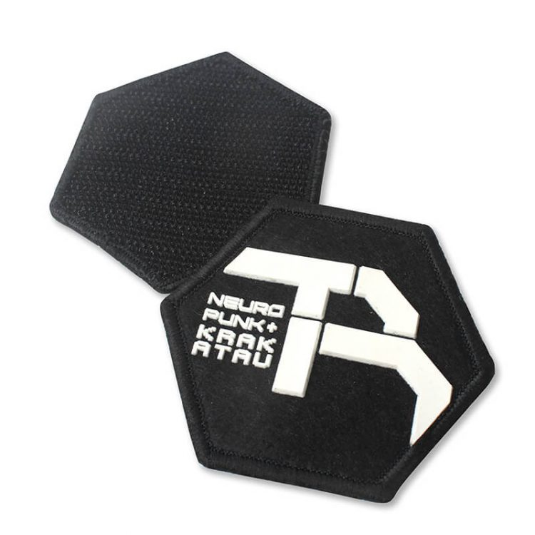 New Design Embossed Merrowed Custom 3D Name Logo Silicon Felt Label with Hook and Loop for Cloth (3)
